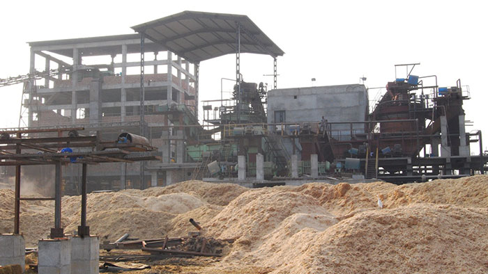 The power plant in Haryana where rice husks are used as turbine fuel, with the rice husks surrounding it.